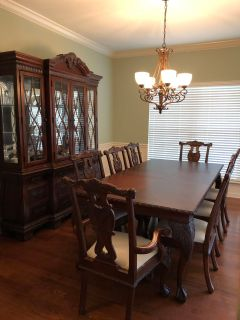 Broyhill Dining Room Table, 8 Chairs and Hutch