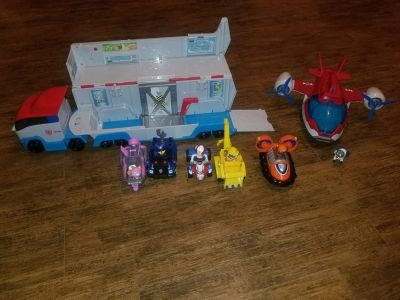 Paw Patroller truck, Air Patroller, and characters