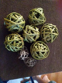 Green and brown wicker balls