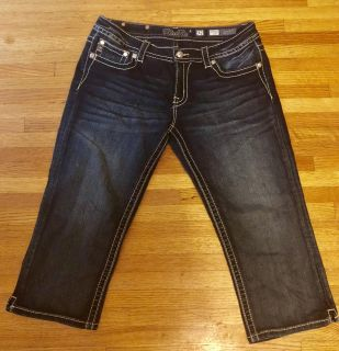 MISS ME Capri jeans with sequin cross on back pockets