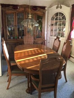 Table & chairs w/ China Hutch
