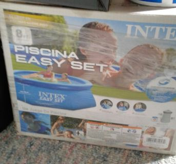 Intex 8' Round Pool. Great condition.