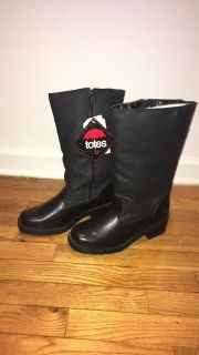NWT TOTES winter boots size 8
