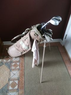 Womans RH Golf Set with Bag Balls and Tees