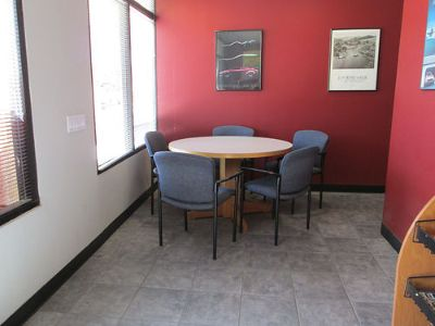 "46"" ROUND CONFERENCE TABLE, WOOD, W/ 5 ..."