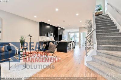 Stunning Modern Design Home In Popular Buckman Neighbrhood!