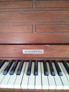 Baldwin spinnet piano