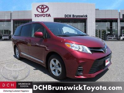 2018 Toyota Sienna le (Salsa Red Pearl)