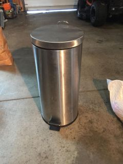 Hands free tall garbage can