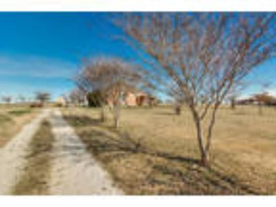 Newark Three BR Two BA, You ll love this charming home on a 2 acre