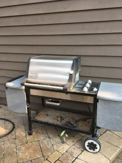 WEBER GENESIS GOLD GRILL 3 BURNERS LOTS OF TABLE SPACE