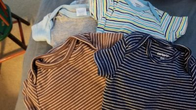 Lot of 4 size 0-3 months onesies boy