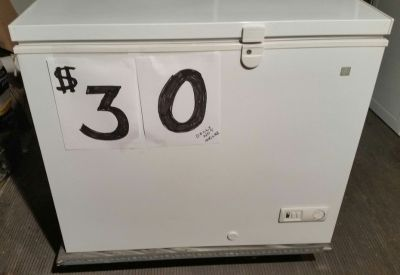 GE 1.8 Cu ft Freezer Chest