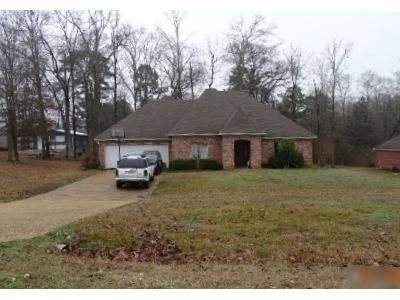 3 Bed 2 Bath Foreclosure Property in Byram, MS 39272 - Forest Woods Dr