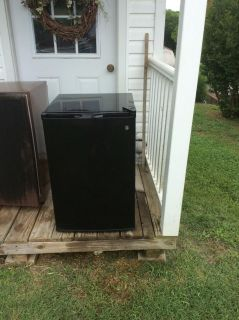 Small refrigerator for college or garage excellent condition.