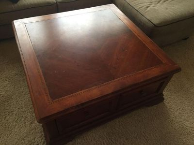 VINTAGE SOLID WOOD SQUARE COFFEE TABLE TRUNK w/STORAGE DRAWER