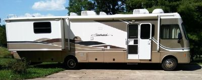 By Owner! 2004 36ft. Fleetwood Southwind w/2 slides