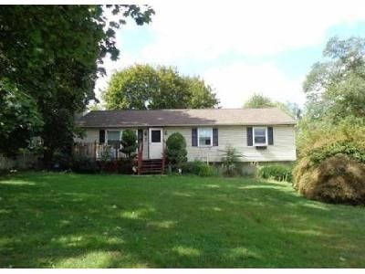 3 Bed 1.5 Bath Foreclosure Property in Coatesville, PA 19320 - Valley Green Dr