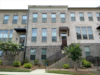 Like New Executive Style Townhome