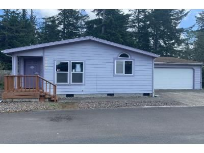 2 Bath Preforeclosure Property in Florence, OR 97439 - 16th St