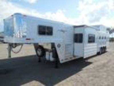 2019 Platinum Coach Outlaw 4H SIDE LOAD/Toy Hauler OUTLAW Couch and Din