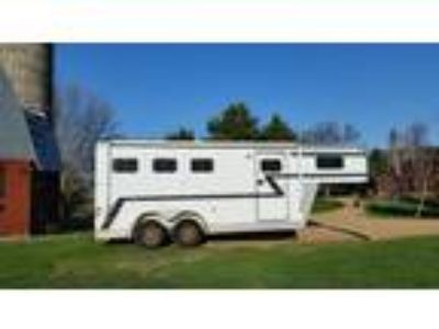 PRICE REDUCTION Fully insulated 3 horse slant load Sundowner horse trailer