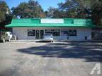 2000ft - Office / Retail Storefront - Fairfieild Dr ((West Pens