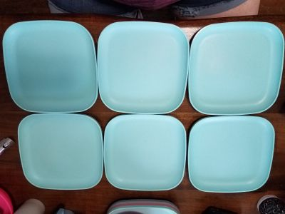 6 TEAL COLORED TUPPERWARE STACKABLE PLATES