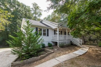 Charming home for rent @ 325 Hill Crest Cir Woodstock, GA