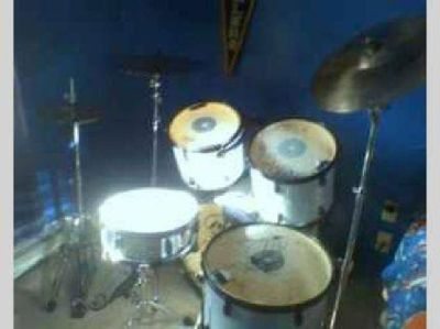 $350 Pulse 5 piece drum kit w/ cymbals