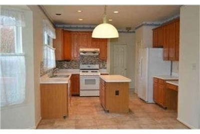 Herndon Luxurious 4 + 3.50. Washer/Dryer Hookups!