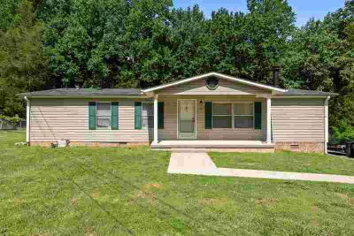 1006 Chris Dr PORTLAND Three BR, Manufactured home on a
