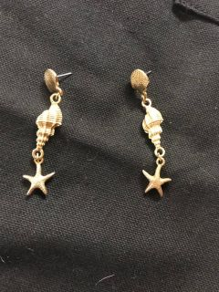 EUC GOLD TONE SEASHELL EARRINGS