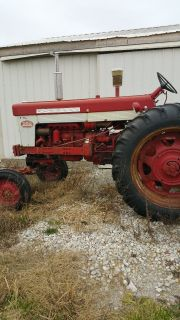 1962 FARMALL 560 DIESEL AGRICULTURE EQUIPMENT