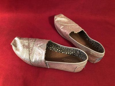 Toms. Size 10W. Good Condition