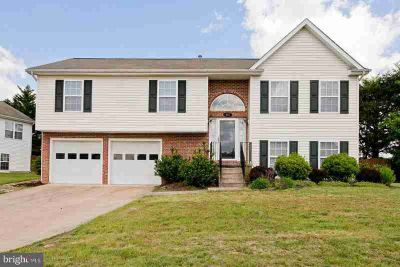 403 Lilys Way WINCHESTER Four BR, This split level offers a