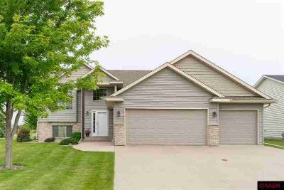 2245 Fairbanks Drive NORTH MANKATO, This Beautiful five
