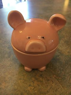 Pig nesting measuring cups