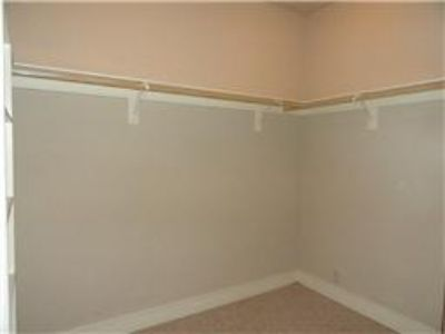 $1,000, Share Beautiful Condo With Me