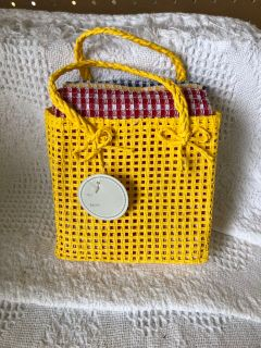 New decorative bag with 3 kitchen towels.
