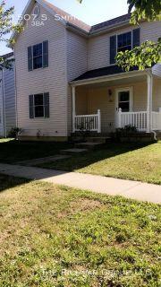 Spacious 3BR/2.5 Bath home in Urbana's Savannah Green - Move in August 1!