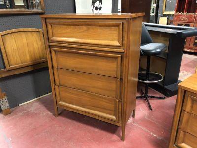 Vintage Mid-Century Modern Walnut chest of drawers