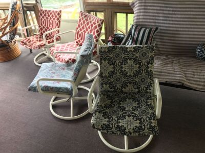 **no longer available ** Free outdoor dining table and chairs