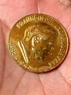 Collectible gold coin