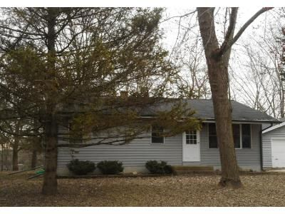 3 Bed 1 Bath Preforeclosure Property in New Berlin, WI 53151 - S Franklin Dr