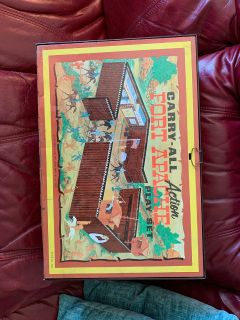 Vintage metal Marx carry all action fort apache play set
