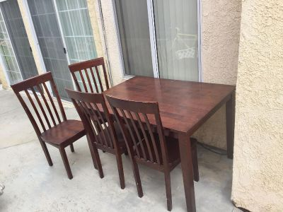Used kitchen table (READ BELOW)