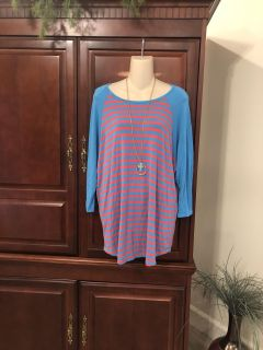 15.00 fits like a 1X LulaRoe Simply Comfortable gorgeous super comfy aqua/pink striped top with 3/4 sleeves.