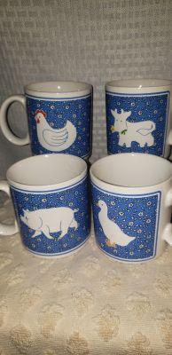 Vintage 1982 cup set