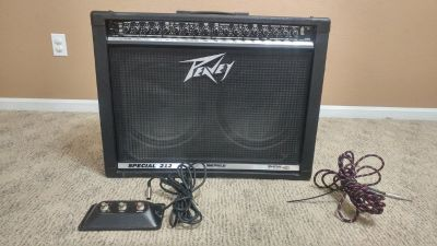 Peavey Special 212 Amp, kick pedal and guitar cord